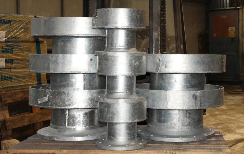 Různé konstrukce průmyslových košů a filtrů